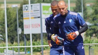 Trainer David Sesa entscheidet kurzfristig, ob Ivan Benito (vorne) oder Joel Kiassumba zum Einsatz kommt.
