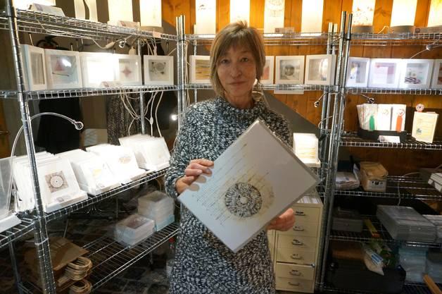 Anita Gianinazzi macht aus Kalligrafie meditaive Bilder.