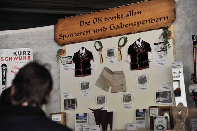 Impressionen vom Innerschweizer Schwingfest in Flüelen: Der Gabentempel.
