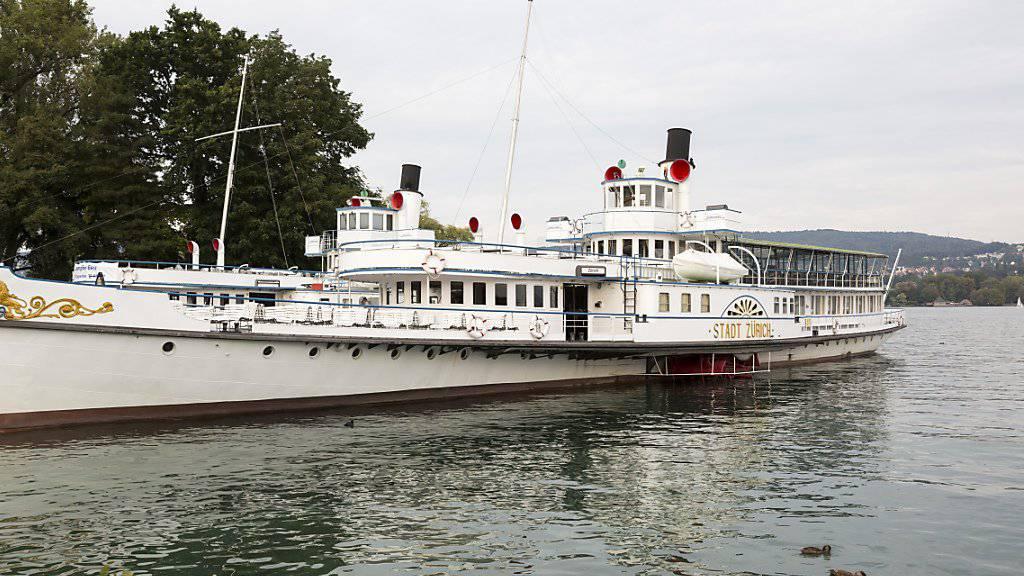 Am Samstagnachmittag hat ein technischer Defekt das Dampfschiff «Stadt Zürich» vor Schmerikon SG lahmgelegt. (Archivbild)