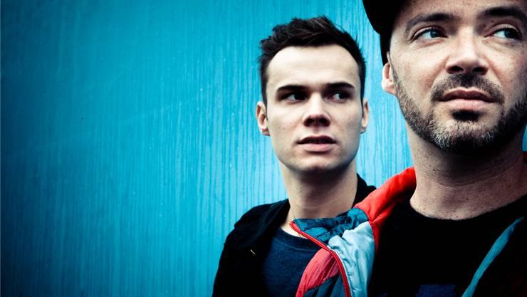 Rappt erstmals in Begleitung einer akustischen Gitarre: Greis (r.) mit Duo-Partner Benjamin Noti.