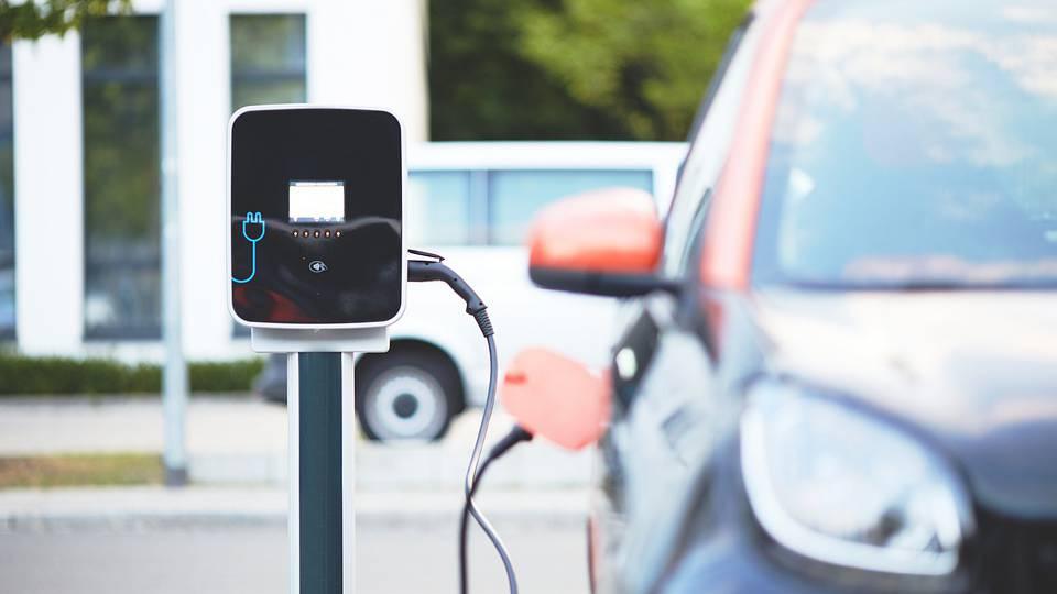 Elektro-Autos und andere E-Fahrzeuge