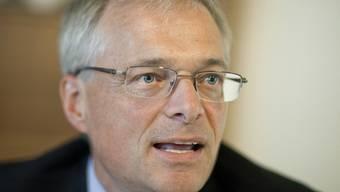 Der parteilose Thomas Minder warb vor den EVP-Delegierten für seine Abzocker-Initiative - mit Erfolg (Archiv)