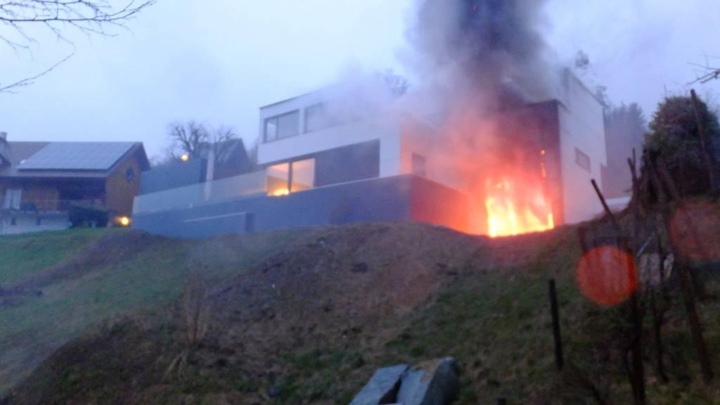 Am Haus entstand durch den Brand grosser Sachschaden.