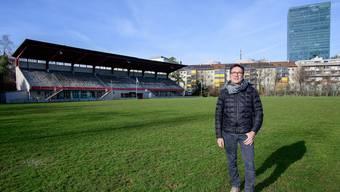 Kampf an vorderster Front: Landhof-Anwohner Roberto Rivetti will ein Parking unter dem Rasen verhindern.