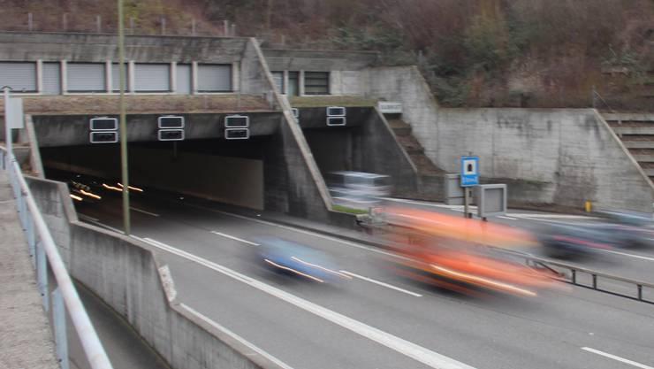 Das Gubrist-Portal bei Weiningen.