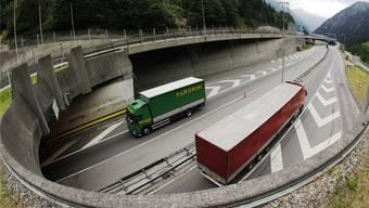Der Gotthard-Tunnel muss saniert werden – umstritten ist, ob es dafür eine zweite Röhre braucht.