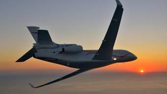Die Falcon F7X von Dassault: 11000 Kilometer Reichweite, im Inneren feiner Teppich und Holzverkleidung.