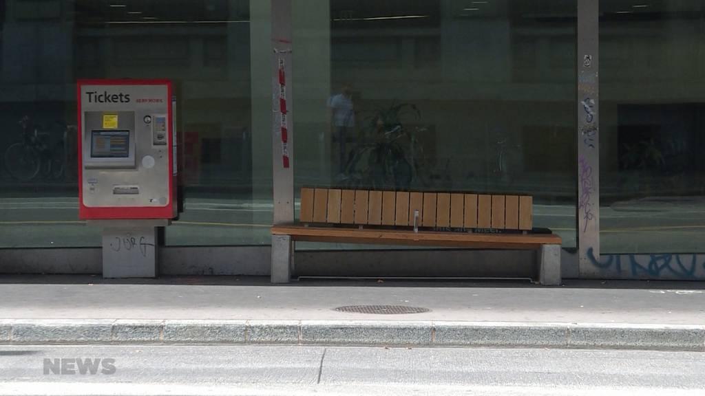 Stadt Bern baut schräges Bollwerk-Bänkli