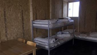 Die Hütten aus Holzspanplatten, die nun Zürich nutzt, genügen Baselland nicht.ZVG