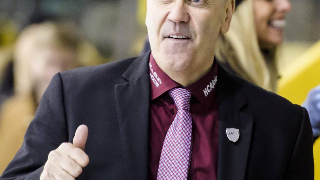 Daumen hoch bei Ajoies Trainer Gary Sheehan: Nach dem 5:2-Heimsieg gegen Visp grüsst Ajoie in der Swiss League von der Tabellenspitze