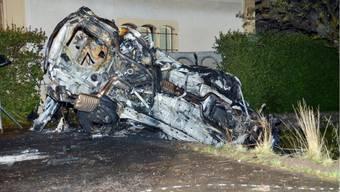 Auto prallt in Wallisellen in Mauer - Zwei Autoinsassen sterben