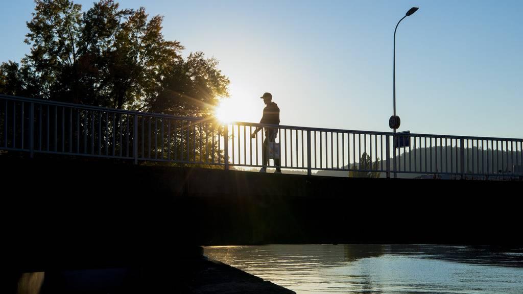 Zwei Streithähne landen im Rhein