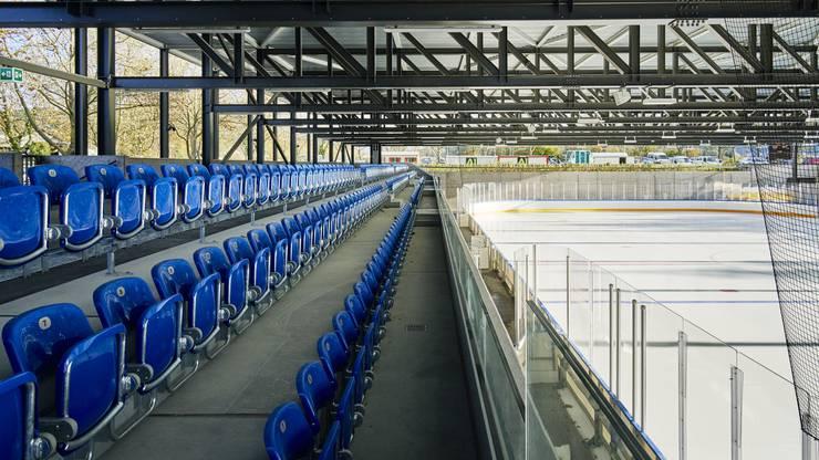 Das gedeckte Eisfeld hat 300 Sitzplätze.