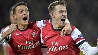Arsenals Matchwinner Aaron Ramsey (r.) mit Mesut Özil