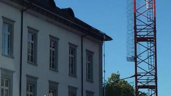 Das Bezirksgefängnis Baden: Am frühen Morgen des 19. Juli 2016 sind die Spuren des Ausbruchs noch zu sehen: Die rumänischen Häftlinge seilten sich ab.