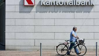 Die Basellandschaftliche Kantonalbank (Foto: die Prattler Filiale) hat Erfolg.