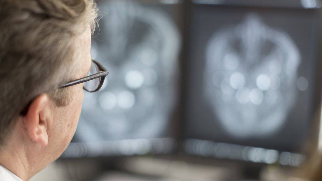 Jeder zehnte Arzt steigt gemäss einer Studie aus dem Beruf aus. (Symbolbild)