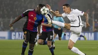 Basels Eder Balanta im Zweikampf mit Angel Di Maria im Champions-League-Spiel gegen Paris St. Germain: Ab 2018 werden die europäischen Spiele des FCB höchstwahrscheinlich nicht mehr im SRF zu sehen.