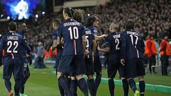 Paris-Saint-Germain feiert den 1:1-Ausgleich von Edinson Cavani