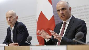 92 Medienkonferenzen, 265 Millionen Klicks: Gesundheitsminister Alain  Berset (rechts) mit Daniel Koch, dem ehemaligen Leiter «Übertragbare Krankheiten» des Bundesamtes für Gesundheit.