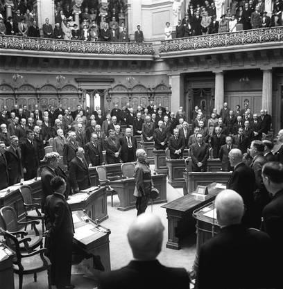 Hier wird Henri Guisan vor der Bundesversammlung zum General der Schweizer Armee ernannt. (30. August 1939)