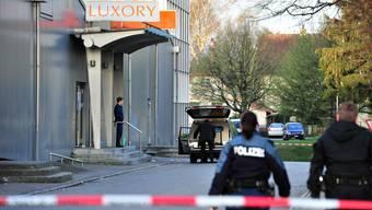 Das Bild ist kurz nach dem Tötungsdelikt vor dem Grenchner Club «Luxory» entstanden.