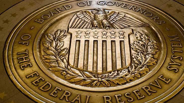 Die US-Notenbank hebt den Leitzins erneut an. (Archivbild)
