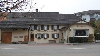 Die im Dorfkern liegende Weinstube zum Sternen ist das einzige Restaurant in Elfingen. Hier kehrt die Bevölkerung jeweils nach der Gmeind ein.