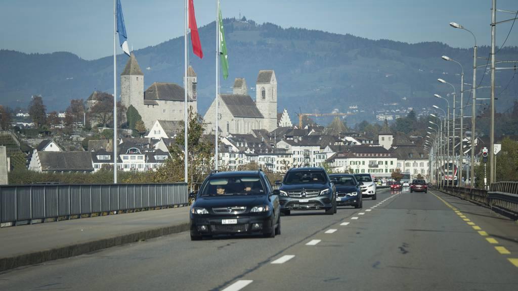 Dank dem neuen Tunnel soll der Seedamm bei Rapperswil-Jona viel weniger Verkehr führen.