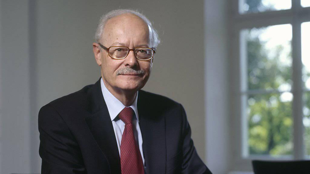 Der emeritierte Ökonomieprofessor Ernst Baltensperger hält nichts von den Forderungen nach einem neuen Mindestkurs (Archivbild).