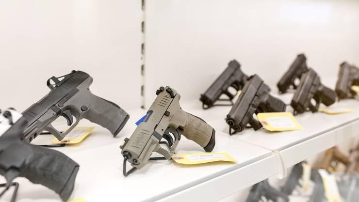 Auch Waffen wurden offenbar nach Italien geschmuggelt.