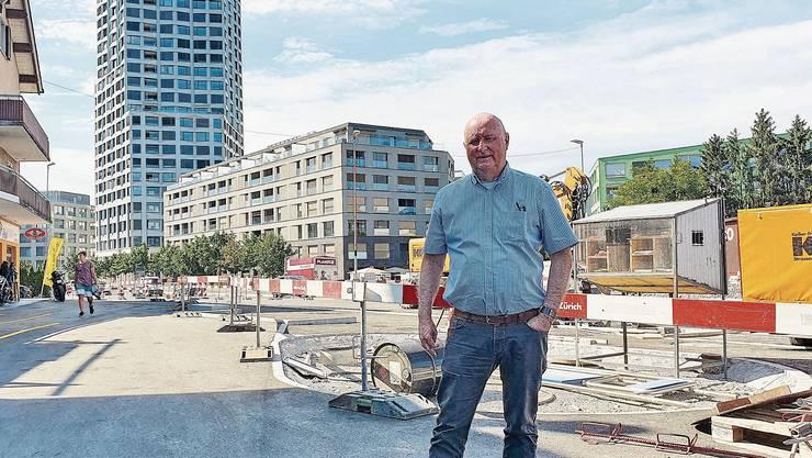 Jürg Hässig ist im Altberg-Quartier aufgewachsen. Damals gab es in der Nähe Industrie, nicht das Quartier Limmatfeld mit dem hohen Limmat Tower.