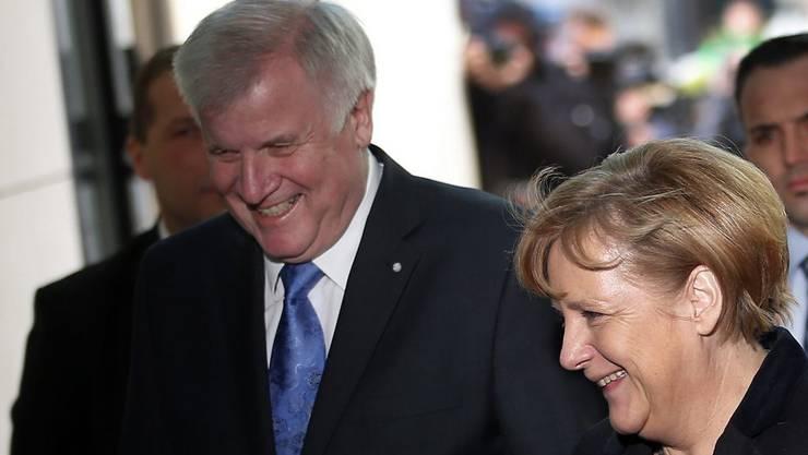 Bundeskanzlerin Angela Merkel (CDU) und CSU-Vorsitzender Horst Seehofer (Archiv)