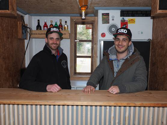 Rolf Rossi (links) und Patrick Hüsler wollen in ihrem Batavia-Piraten-Wagen gute Gastgeber sein.