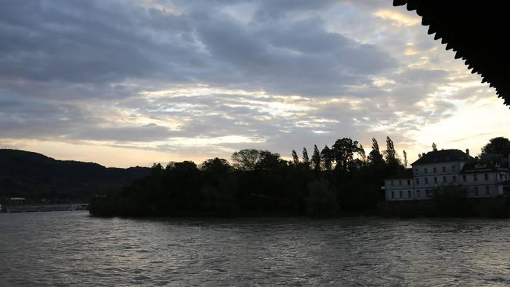 Stimmungsvoll: Der Rhein bei Stein, gegenüber von Bad Säckingen (D)