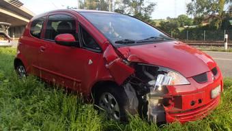 Das Unfallfahrzeug wurde stark beschädigt.