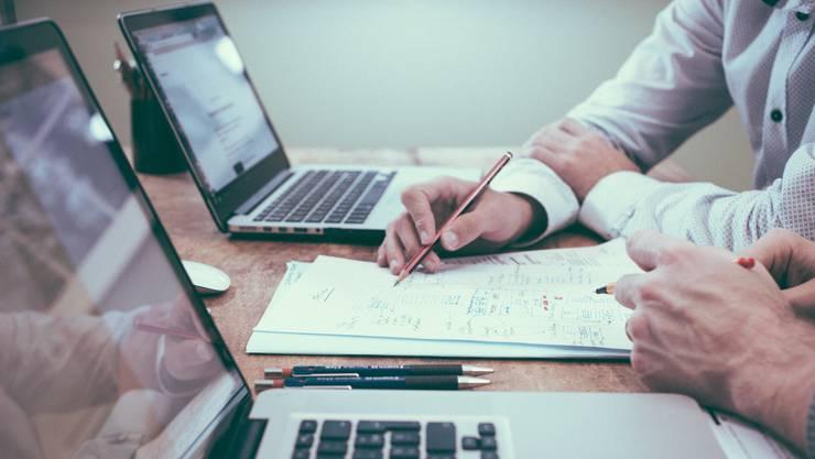 Betroffen von Leisure Sickness sind demnach vor allem Workaholics, also Menschen mit einem hohen Arbeitspensum, die sich stark mit ihrer Arbeit identifizieren und ein grosses Verantwortungsgefühl haben.