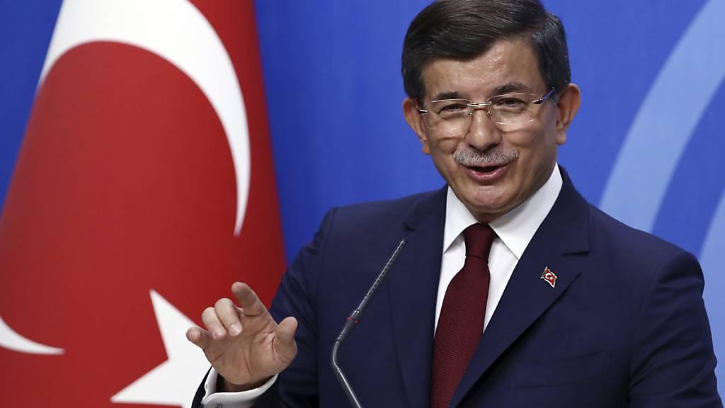 """Erdogans Ex-Ministerpräsident Davutoglu stellt """"Zukunftspartei"""" vor"""