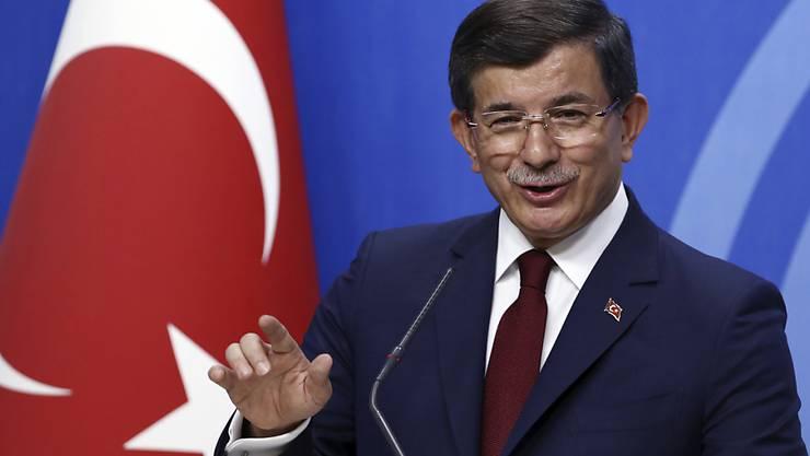 """Der ehemalige türkische Ministerpräsident Ahmet Davutoglu hat das Programm seiner """"Zukunftspartei"""" vorgestellt. (Archiv)"""