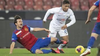 FCB-Leitwolf Valentin Stocker bekommt es morgen nicht mit Kevin Rüegg, sondern dessen jüngeren Clubkollegen zu tun.