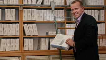 Abteilungsleiter Stefan Eggmann ist froh, wenn im Badener Steueramt künftig nicht mehr alles auf Papier archiviert werden muss.dvi