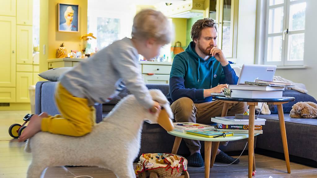 Manch einer musste sich im Home Office via Fernwartung helfen lassen. (Archivbild)