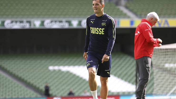 Granit Xhaka führt die Schweiz als Captain gegen Irland aufs Feld