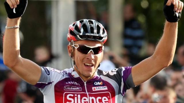 Philippe Gilbert lässt sich in Tours als Sieger feiern