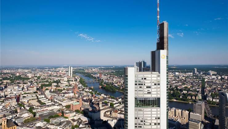 Die Commerzbank, hier der Hauptsitz in Frankfurt, musste während der Finanzkrise gerettet werden. mauritius images