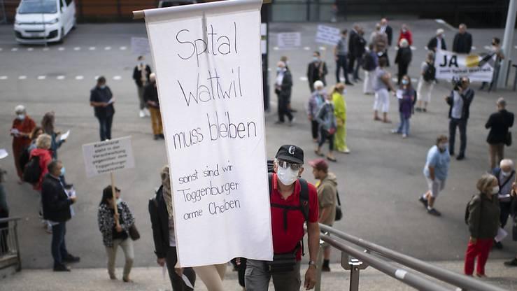 Kundgebung für das Spital Wattwil vor der Olma-Halle