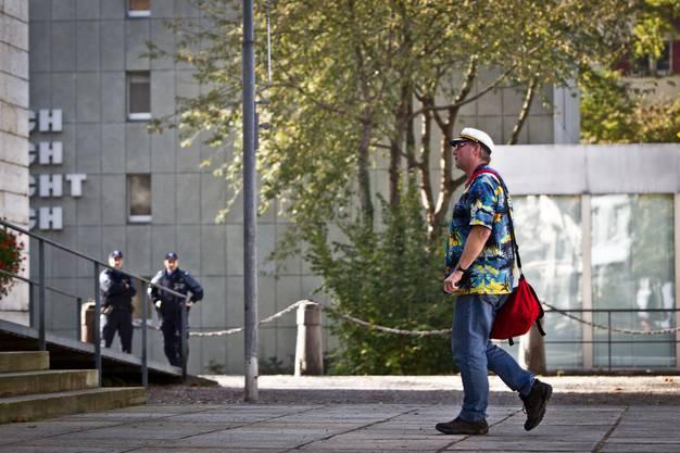 Auch Pius Lischer kommt ins Regierungsgebäude. Der Cannabis-Konsument hatte keine Chance.
