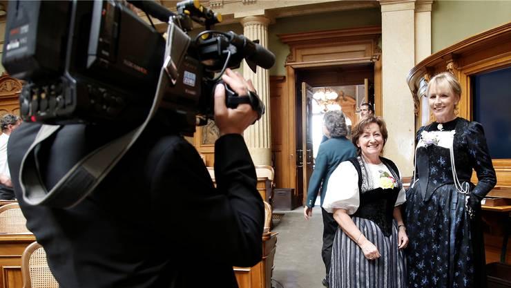 Ursula Haller (BDP, rechts) und ihre ehemalige Parteikollegin Sylvia Flückiger-Bäni von der SVP im Bundeshaus. key