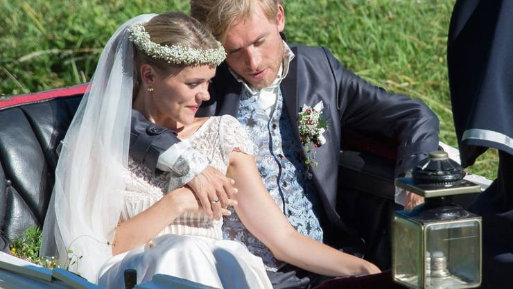 """Sarah Elena Timpe und Samuel Koch haben """"Ja"""" gesagt: Das Schauspieler-Paar heiratete am Wochenende in einer Kirche an der deutsch-schweizerischen Grenze."""